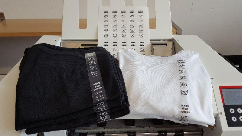 Herstellung von Aufklebern für Pflegeanweisungen auf Textilien
